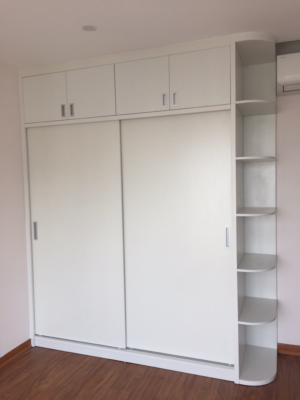 Mẫu tủ áo gỗ công nghiệp màu trắng hiện đại 2021